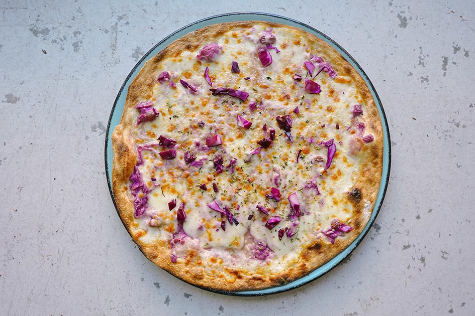 La 'Pizza Llombarda' de Del Poble Pizzeria, con motivo del Día Internacional de la Mujer